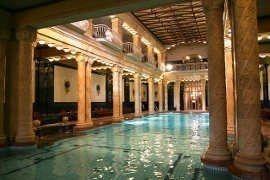Biglietto intero giorno alla bagni gell rt a budapest for Resort termali in cabina
