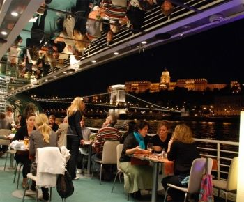 Budapest exclusive a la carte Dinner Cruise with live music