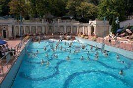 Bagni Termali Gellert : Biglietto intero giorno alla bagni gellért a budapest